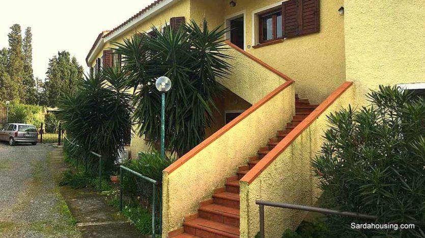 scale ingresso appartamento mediterraneo case in vendita sardegna