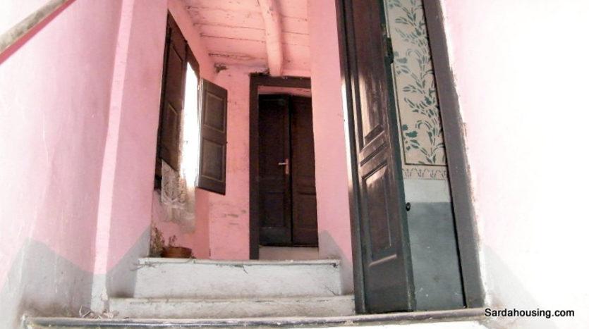 scale con porta S. Lussurgiu Casa